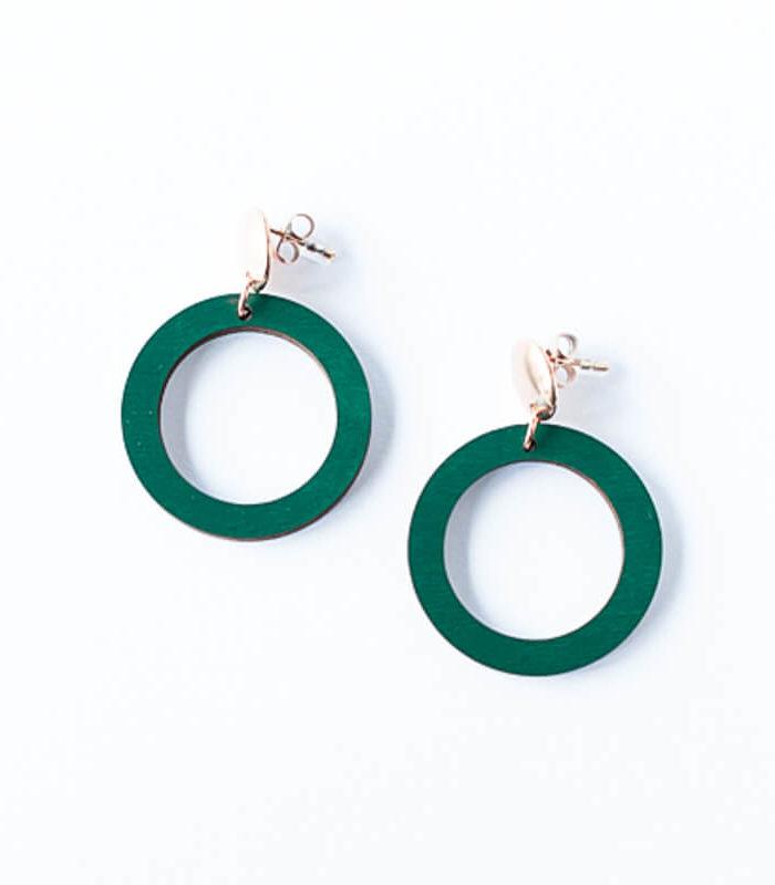 Desantran Halo malliston pienet vihreän väriset korvakorut joissa on ruusukullan värinen yläosa