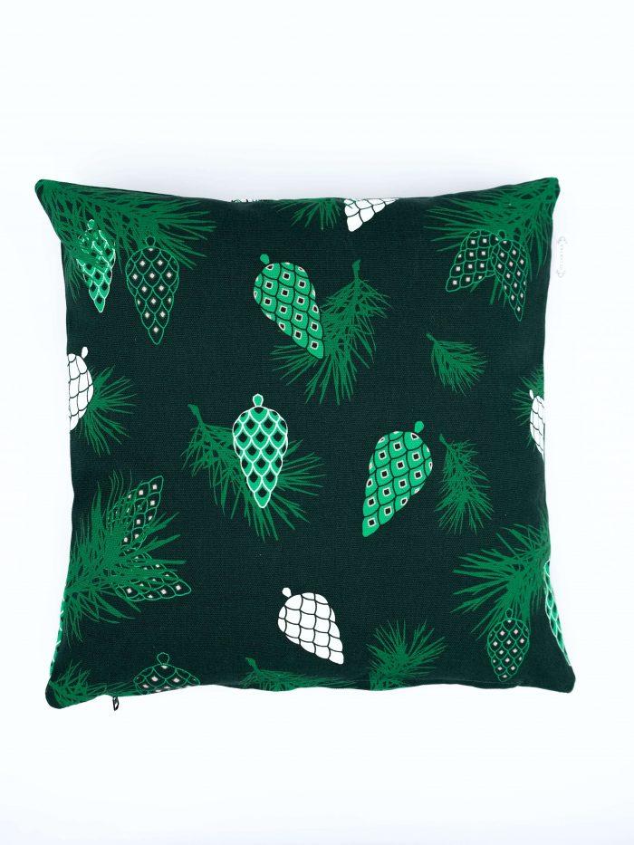 Pine Forest tyynynpäällinen, värinä tummanvihreä, koko 45 x 45 cm. Materiaalina 355 g puuvillacanvas. Valmistettu Suomessa.