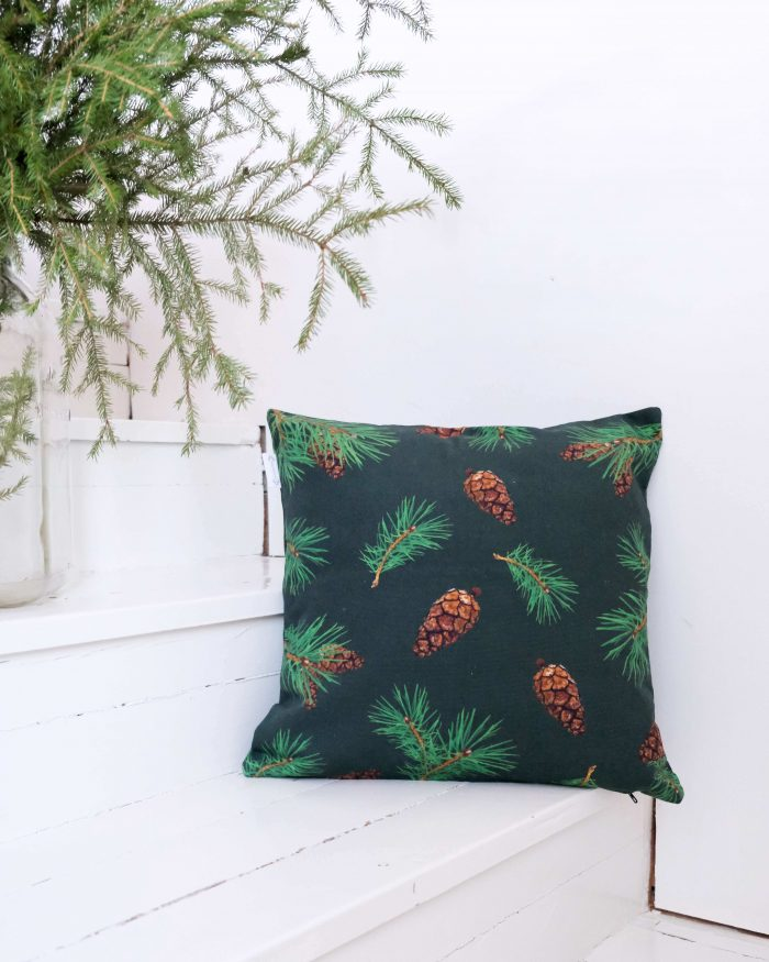 Pine Forest tyynynpaallinen oikeat kävyt tummanvihreä