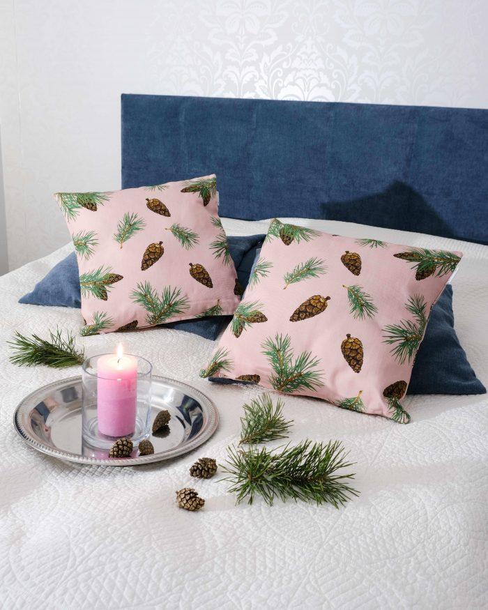 Pine Forest tyynynpaallinen oikeat kävyt vaalea pinkki