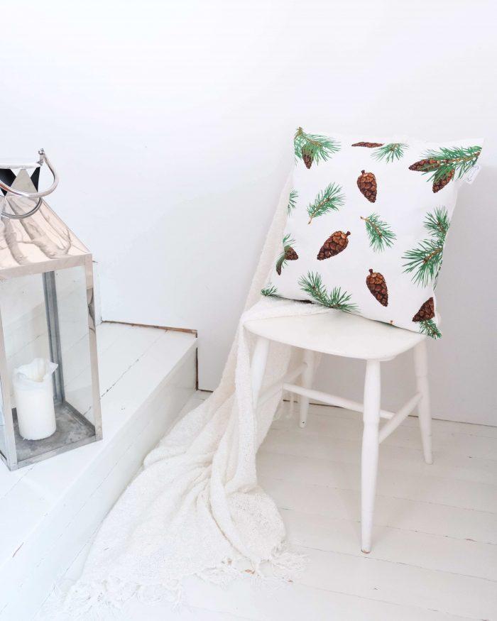 Pine Forest tyynynpaallinen oikeat kävyt valkoinen