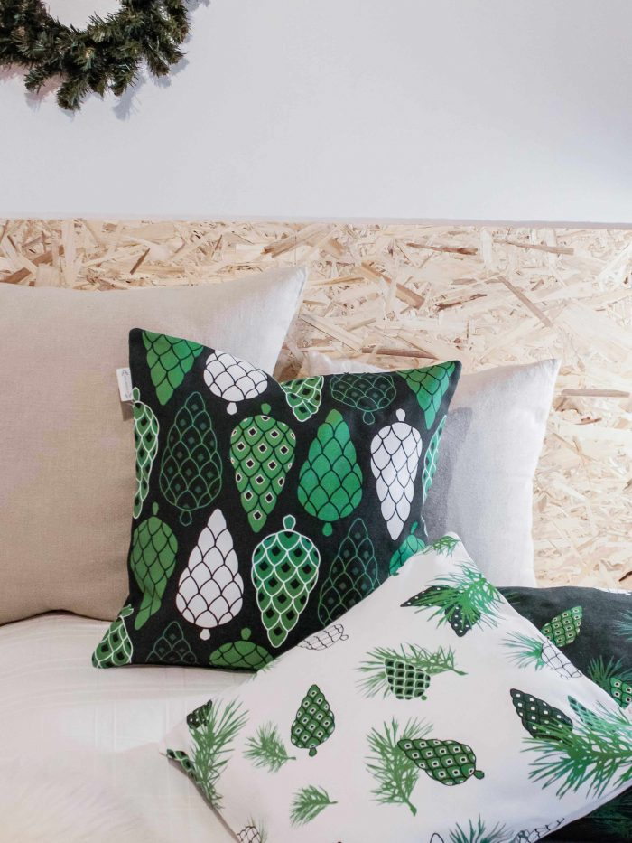 Pine Forest tyynynpäällinen isot kävyt, värinä vihreä